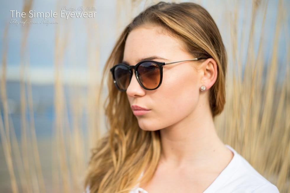 Nellie i sina egna solglasögon